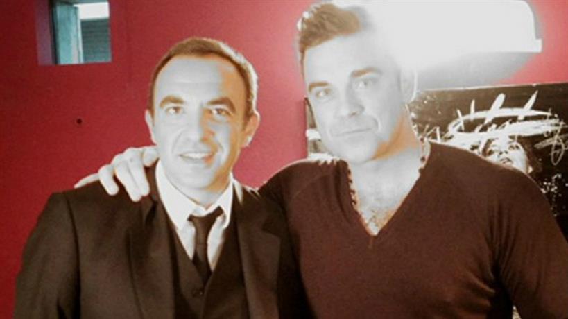 """Το πρώην """"κακό παιδί"""" Robbie Williams αποκάλυψε στον Νίκο Αλιάγα: """"Όταν γεννήθηκε η κόρη μου ένιωσα σαν βασιλιάς""""!"""