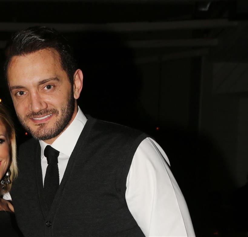 Ο πασίγνωστος Έλληνας τραγουδιστής έγινε μπαμπάς για δεύτερη φορά και το ανακοίνωσε μέσω Facebook