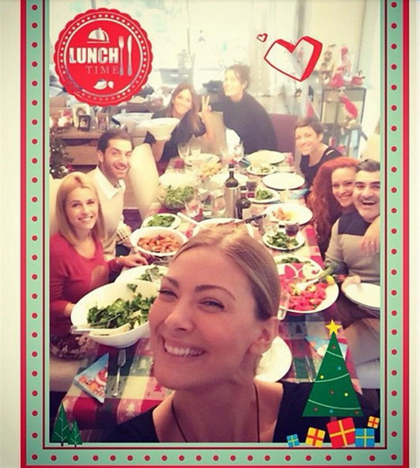 Καμπούρη - Χρηστίδου - Κορινθίου -Κοκκίνου: Έστρωσαν το γιορτινό τραπέζι και απόλαυσαν μαζί το γεύμα
