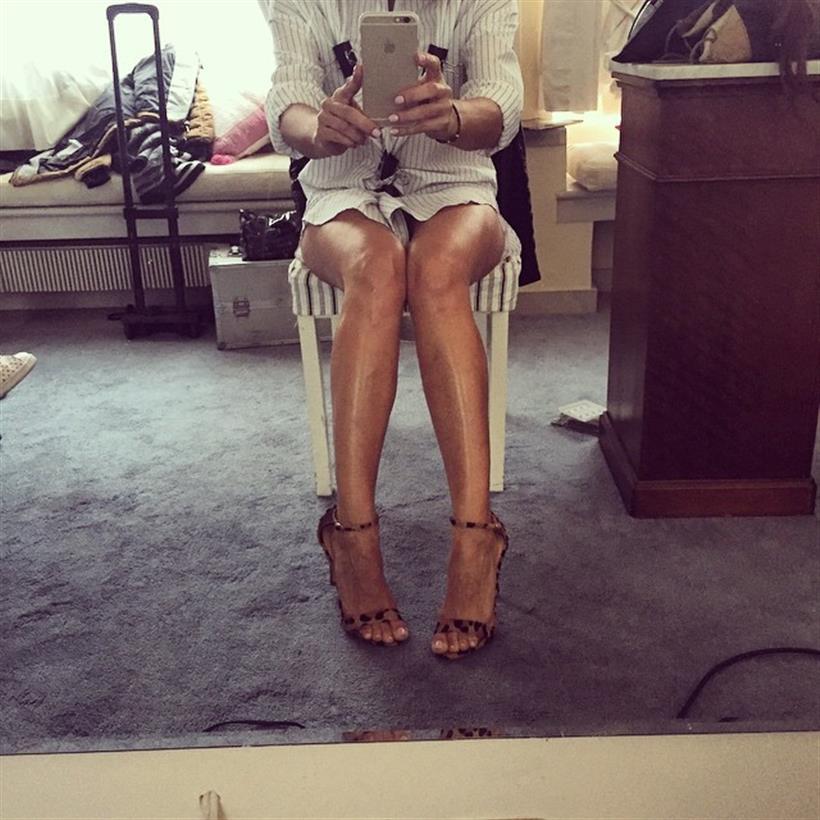 Έχει τα πιο καλλίγραμμα πόδια της ελληνικής Showbiz και μας τα δείχνει
